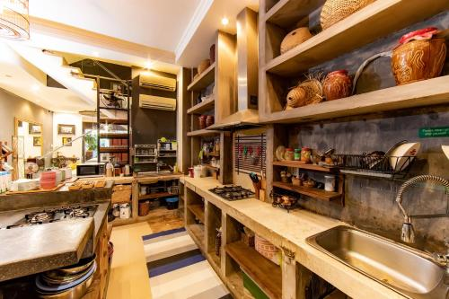 A kitchen or kitchenette at The Common Room Project