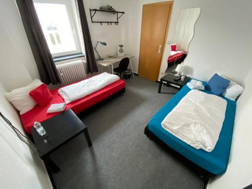 A bed or beds in a room at Gästehaus Fuchsröhre