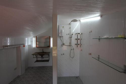 A bathroom at Top Resort