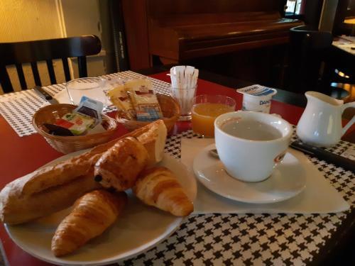 Options de petit-déjeuner proposées aux clients de l'établissement Etche Ona