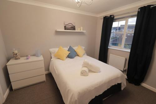 MODERN CITY TOWNHOUSE PERFECT FOR LARGE GROUPS, STAY UNDER One ROOF, JUST OVER THE TYNE