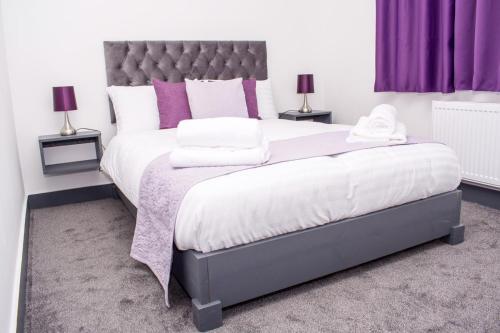 Homestay in Birmingham Sleeps 8 - Free Parking & Wifi