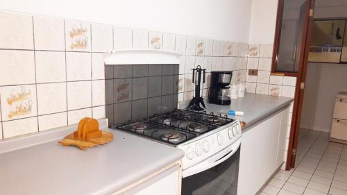 A kitchen or kitchenette at Apartamento Edificio Pardo Cinco