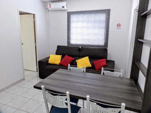 A seating area at Flat Pé de Mamão
