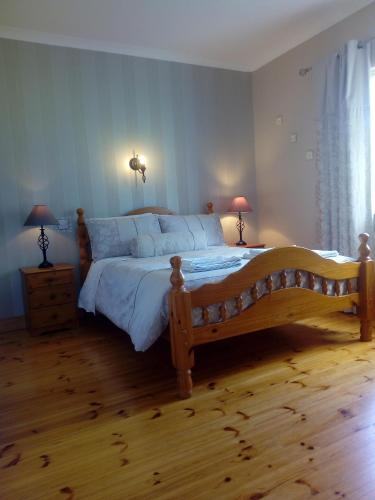 A bed or beds in a room at Inny River Lodge
