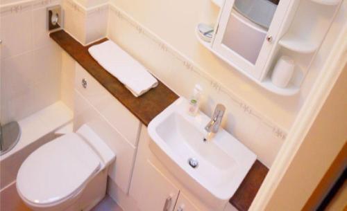 A bathroom at Ban-Car Hotel