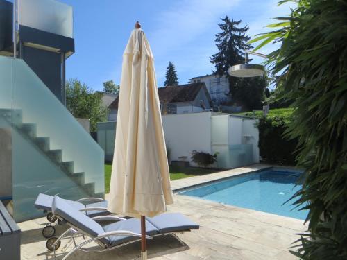 Der Swimmingpool an oder in der Nähe von Gästehaus Sommertal
