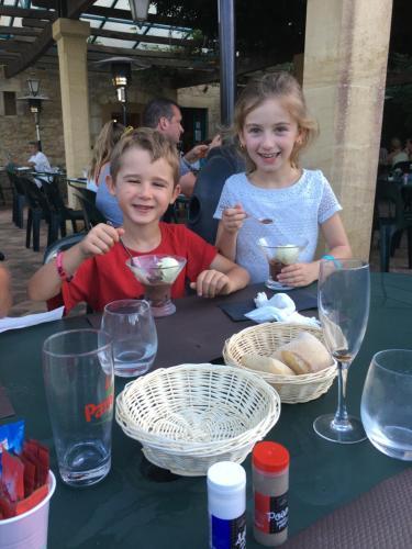 Children staying at Chambres d'hotes Au Fil de l'Eau