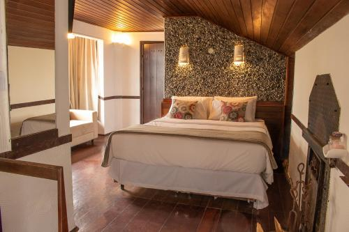 A bed or beds in a room at Pousada Le Siramat