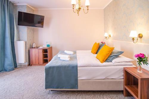 Łóżko lub łóżka w pokoju w obiekcie Pod Wzgórzem Bed & Breakfast