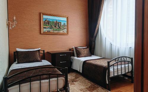 Cama ou camas em um quarto em Bayil Breeze Hotel & Restaurant