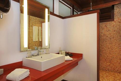 A bathroom at Sofitel Bora Bora Marara Beach Resort