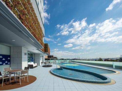 The swimming pool at or close to APA Hotel & Resort Yokohama Bay Tower