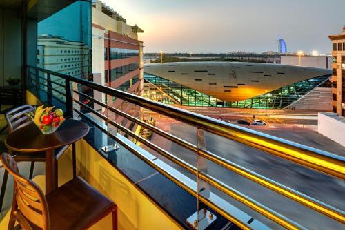 Un balcon sau o terasă la Cassells Al Barsha Hotel by IGH