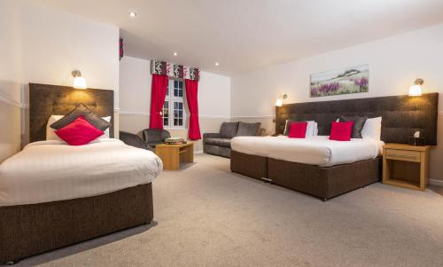 A bed or beds in a room at Worcester Bank House Hotel Spa & Golf; BW Premier Collection