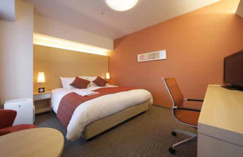 A bed or beds in a room at Richmond Hotel Aomori