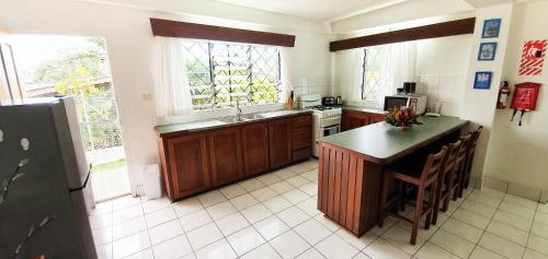 A kitchen or kitchenette at Island Accommodation 56 Extension