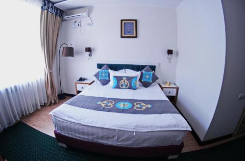 Кровать или кровати в номере Rohat Hotel