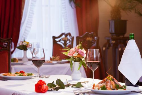 Ресторан / й інші заклади харчування у Staro Hotel