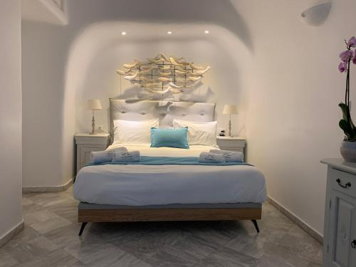 A bed or beds in a room at Iliovasilema Hotel & Suites
