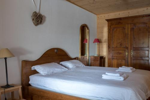 A bed or beds in a room at Au Gré Du Temps - 1066