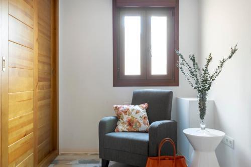 A seating area at Apartamentos Ejemplares