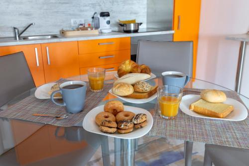Breakfast options available to guests at Apartamentos Ejemplares