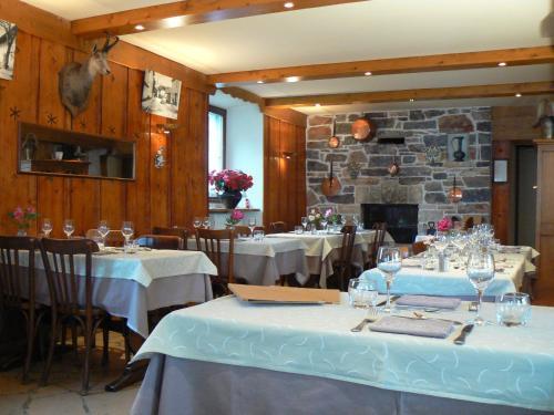 Restaurant ou autre lieu de restauration dans l'établissement La Chaumière Savoyarde