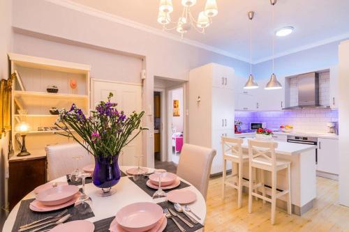 Restaurant ou autre lieu de restauration dans l'établissement Koukounara Apartments Collection by Konnect