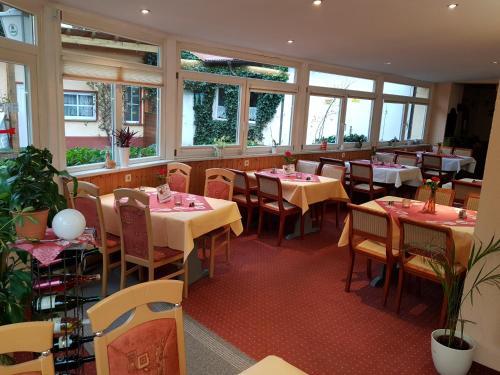 Ein Restaurant oder anderes Speiselokal in der Unterkunft Hotel-Restaurant Christine