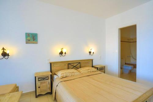 A bed or beds in a room at Maganos Apartments