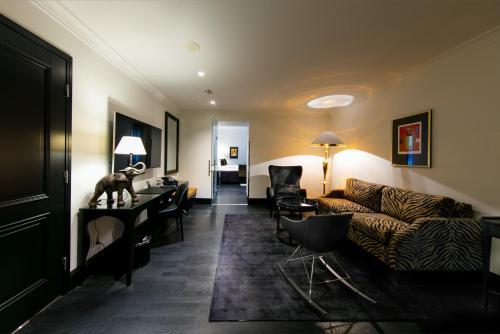 A seating area at Hotel Lilla Roberts