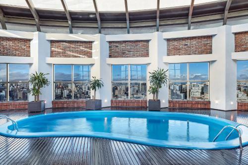 The swimming pool at or close to Sheraton Porto Alegre