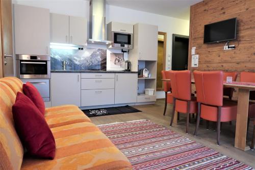 A kitchen or kitchenette at Mountain-Apart Simonhof
