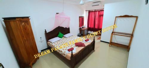 A bed or beds in a room at Dream Palace Family Guest House