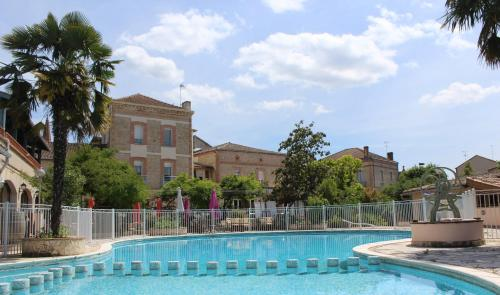 The swimming pool at or near Hôtel Résidence Larroque