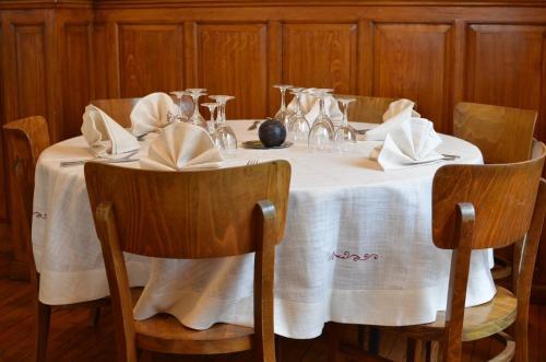Restaurant ou autre lieu de restauration dans l'établissement Hotel du Saumon