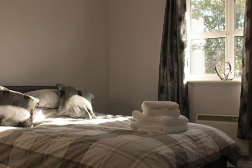 A bed or beds in a room at The Bell Apartment. Modern, stylistic & luxurious