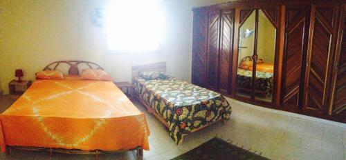 Ein Bett oder Betten in einem Zimmer der Unterkunft Ker Jahkarlo