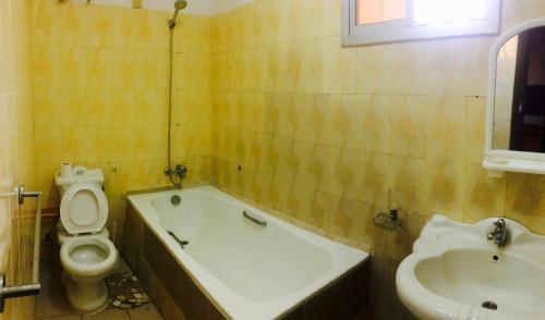 Ein Badezimmer in der Unterkunft Ker Jahkarlo
