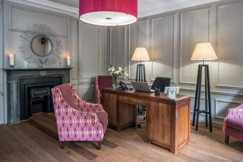 The lobby or reception area at Vanbrugh House Hotel