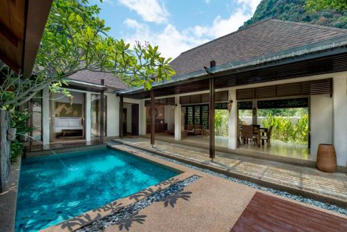 The swimming pool at or close to The Banjaran Hotsprings Retreat