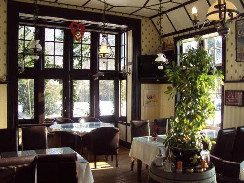 A restaurant or other place to eat at Hotel Kasteelhof 'T Hooghe