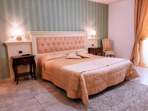 Letto o letti in una camera di Regina di Saba - Hotel Villa per ricevimenti