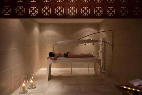 A bathroom at Jolie Ville Resort & Spa Kings Island Luxor