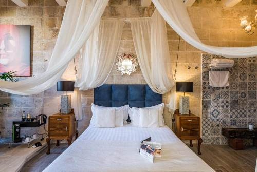 A bed or beds in a room at Valletta Lucente Guest House