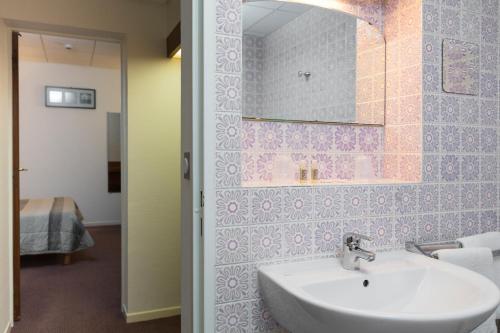 Salle de bains dans l'établissement Hotel Bristol Metz Centre Gare
