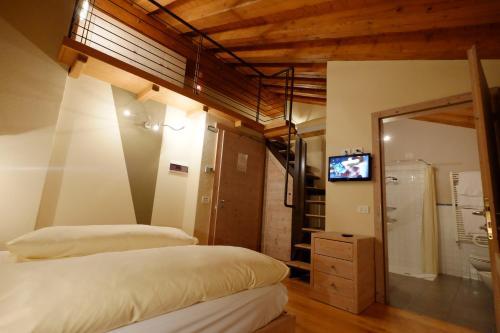 A bed or beds in a room at Chalet C'Est La Vie