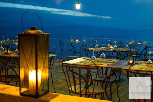 Restaurant ou autre lieu de restauration dans l'établissement L'Auberge du Chat qui Pêche