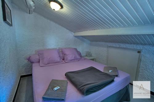 Un ou plusieurs lits dans un hébergement de l'établissement L'Auberge du Chat qui Pêche